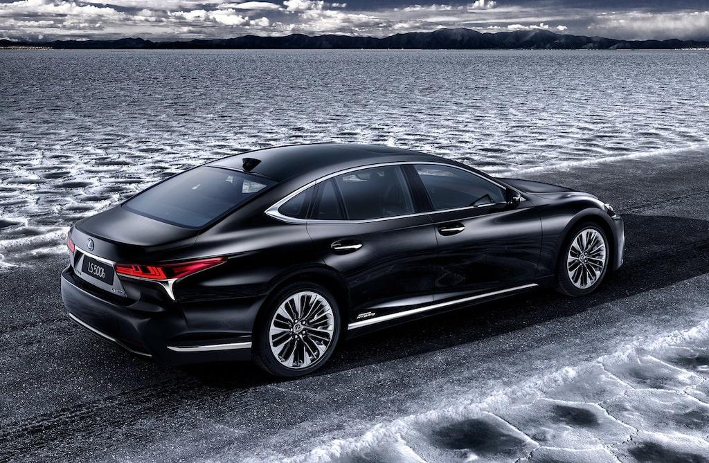 Lexus Sverige räknar med att sälja ungefär 25 Lexus LS 500h i år.
