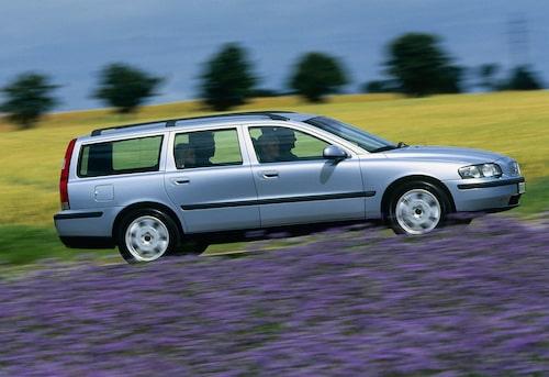 Volvo V70 från 2001 är Åke Lindquists senaste bil. Bilen på bilden tillhör dock inte Åke, men hans är i princip likadan.