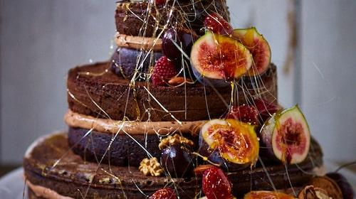 Choklad, nutellakräm och ett vackert dekorationsnät av karamell.
