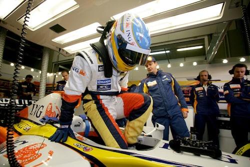 Fernando Alonso, Renault Foto: Charles Coates/LAT