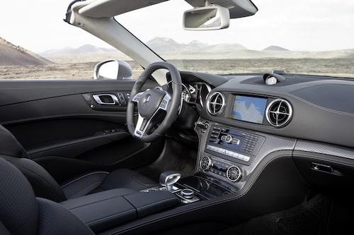 Får du chansen att köra bilen gäller det att veta vad du gör bakom ratten – hela 537 hästkrafter driver bakhjulen.