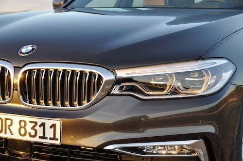 BMW 5-serie sedan har lanseringspremiär den 11 februari över hela världen. Kombin kommer i sommar.