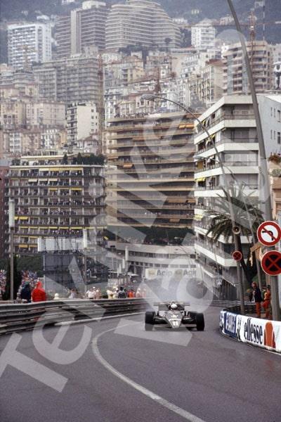 Bild 22. Elio de Angelis laddar uppför backen mot kasinot under Monacos Grand Prix 1983. Mått 35 x 50 cm.