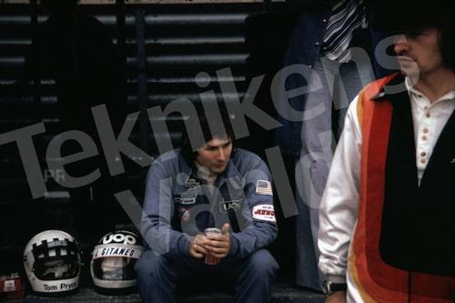 Bild 21. Jean-Pierre Jariers Formel 1-karriär varade 1971-83. Han tog Ronnies plats hos Lotus de två sista loppen 1978 efter Monzakraschen. Mått 50 x 35 cm.