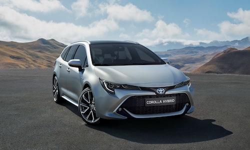 Nytt, aggressivare utseende på Corolla Touring Sports som alltså inte längre heter Auris Touring Sports.