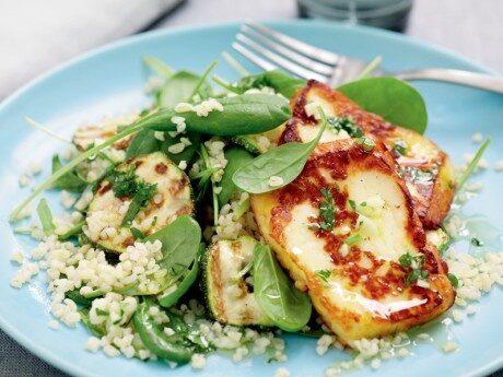 Bulgur- och zucchinisallad med haloumi
