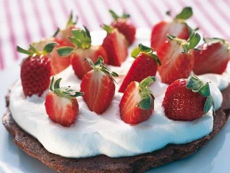 Chokladmandeltårta med jordgubbar