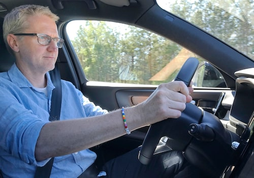 Jan-Erik bakom ratten på en efterlängtad nyhet – Volvo XC40 som laddhybrid.