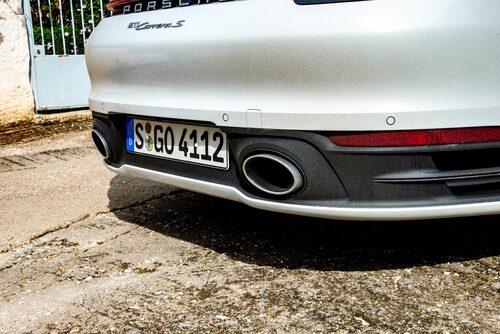 Provkörningsbilen har det 27200 kr dyra sportavgassystemet.