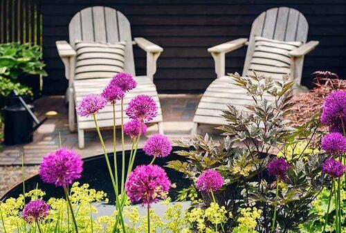 Flest storstadsbor är utsatta för stölder i trädgården. Sätt gärna ett lås eller pingla på grinden även dagtid, då det går på ett kick att stjäla en laptop som ligger framme.