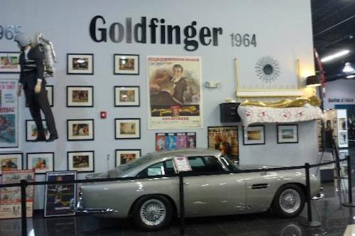 Aston Martin DB5 från On Her Majesty's Secret Service, fast de skrivit Goldfinger.