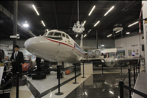 Lockheed Jetstar från Goldfinger, Pussy Galores plan.
