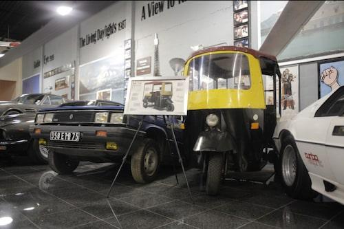 En halv Renault 11 från A View to Kill och Tuk Tuk från Octopussy.