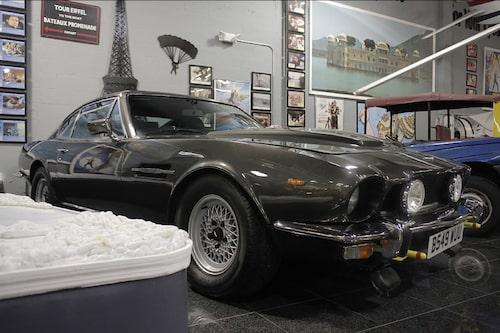 Aston Martin V8 utan skidor från The Living Daylights.