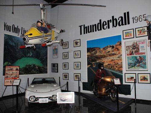 Little Nellie Autogiro och Toyota 2000GT från You Only Live Twice samt BSA Lightning från Thunderball.