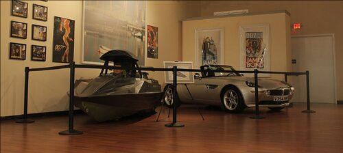 Q Boat och BMW Z8 från The World is Not Enough.