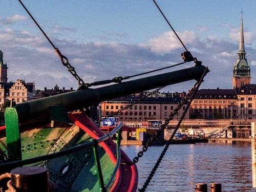 Om ni tar ,ed barnen till Stockholm är det mysigt att strosa i Gamla stan.