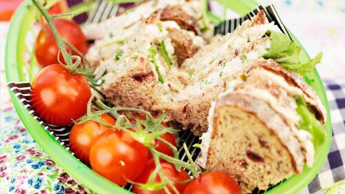Recept på sandwich med tonfisk med rågbröd.