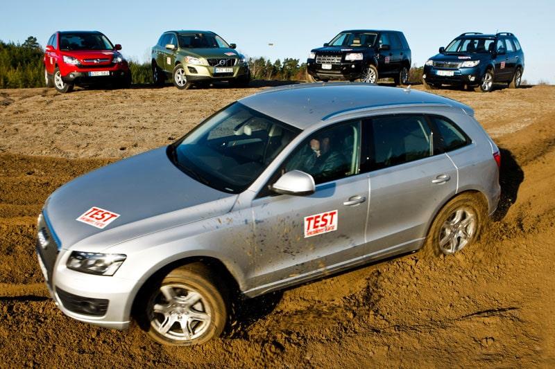 Audi Q5 tar sig an, från vänster överst, Honda CR-V, Volvo XC60, Land Rover Freelander och Subaru Forester.