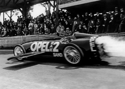 Opel RAK 2 inför publik på Avus-banan i Berlin den 23 maj 1928.