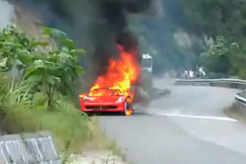 100827-ferrari-458-bränder