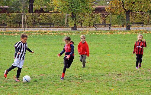 Hur fort kan ett barn växa ur sina fotbollsskor egentligen?