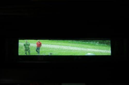 Förarens siktfält är minimalt. Vagnchefen ser betydligt mer från sin plats.
