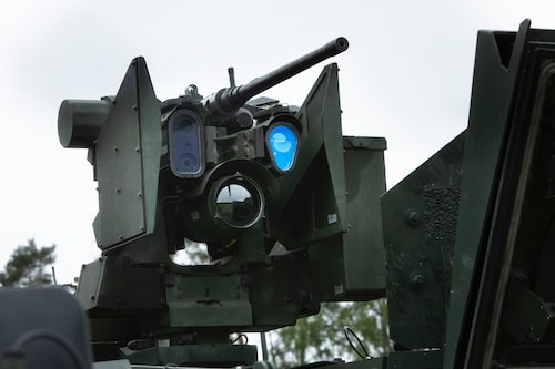 Laser, mörkerkamera och olika optiska instrument är viktiga beståndsdelar i högteknologisk strid.