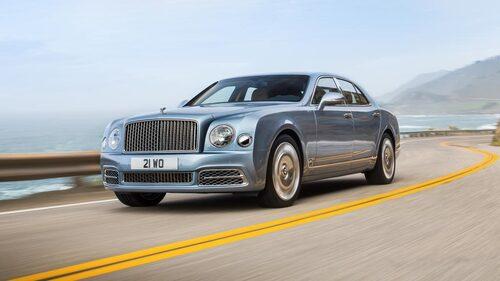 Nästa generation Mulsanne tappar V8:an på 6,75 liter, motorn som har anor från 1950-talet och som använts av både Rolls-Royce och Bentley genom åren.