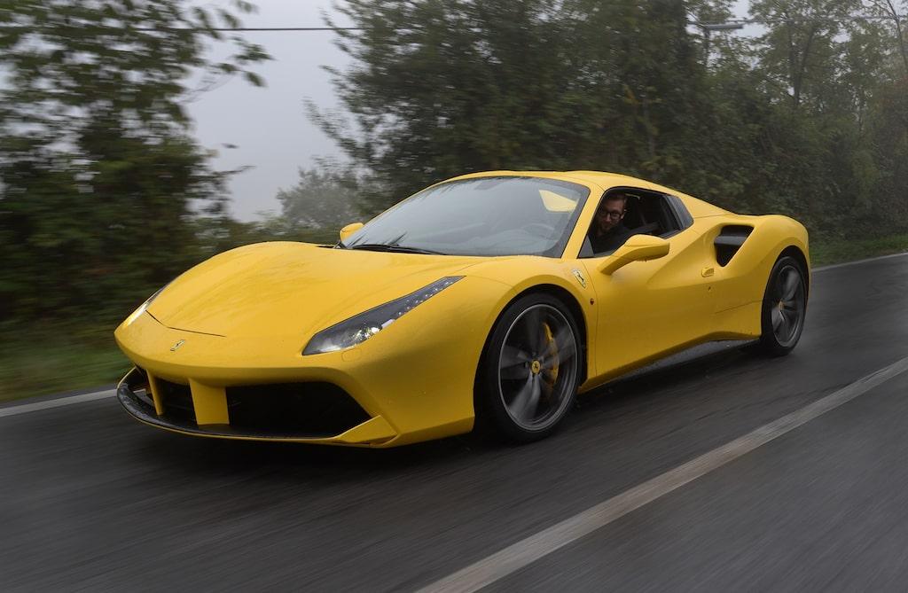 Lagom till vintern kommer Ferrari med den öppna Spider-versionen av 488.