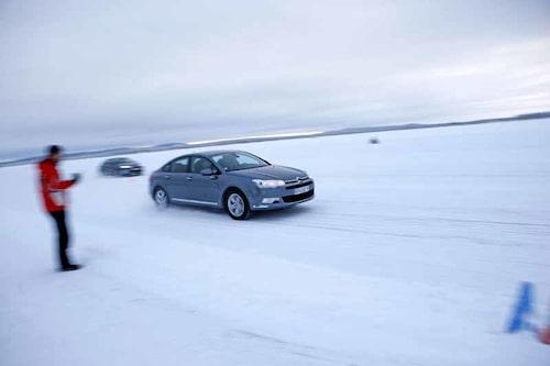 Citroëns nya antispinnsystem Snowmotion har tagits fram av Bosch och Citroën. Genom att tillåta mer hjulspinn ska startegenskaperna förbättras, menar Citroën.