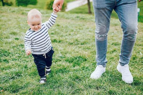 Numera vet vi mer om anknytning –till exempel att ett barn kan knyta an till mellan tre och fem personer.