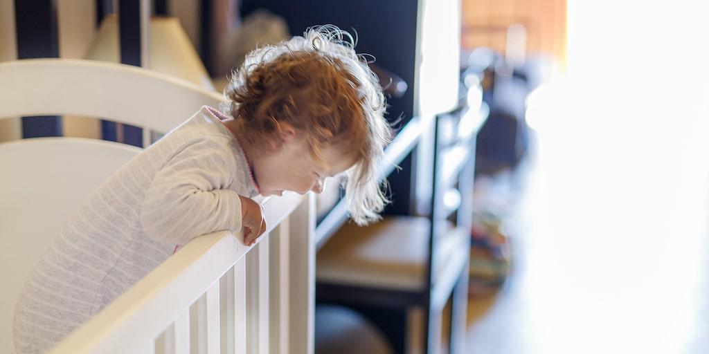 Tyngdtäcke – kan det vara svaret på drömmen om bättre sömn för våra barn? Läkare är skeptiska.