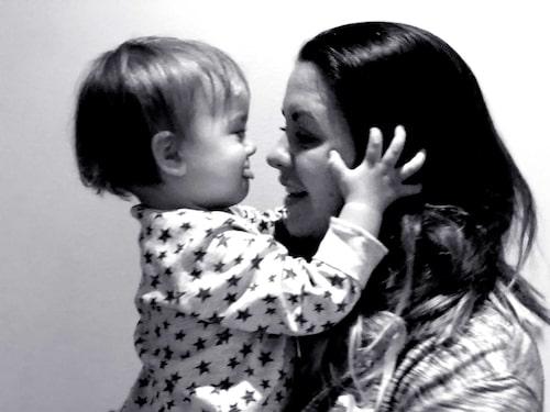 Puss på dig mamma! Karolina och sonen Adrian, 1,5 år.