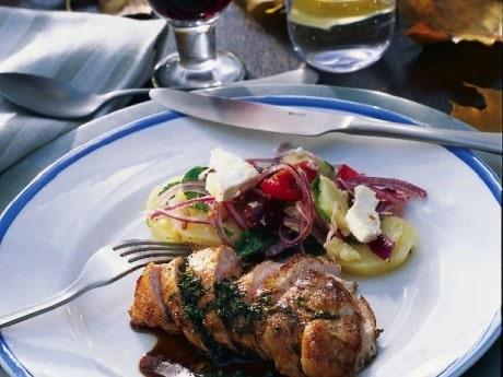 Kycklingfilé med örtsås och ljummen potatissallad