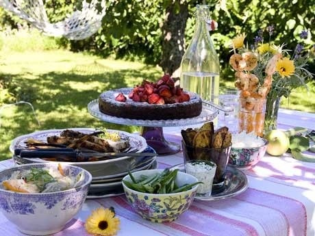 <p>PEPPARMIX. Peppar &auml;r p&aring; n&aring;got s&auml;tt sj&auml;lvklart i matlagningen men vi gl&ouml;mmer ofta att variera mellan de olika sorterna. H&auml;r serverar vi fem r&auml;tter kryddade med gr&ouml;n-, vit, r&ouml;d- och svartpeppar.</p>