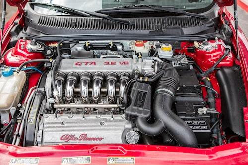 Tvärställd 3,2-liters V6-motor ger ett framtungt köruppträdande vid hårdkörning, landsväg passar bäst.