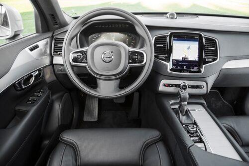 Interiören kommer att påminna om den i XC90, S90 och V90 med en stor tryckkänslig skärm som utgör bilens huvudsakliga kommunikationscentral med föraren. Bilden visar XC90:s interiör.