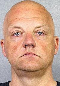 Oliver Schmidt, publikt foto taget av amerikanska polismyndigheterna vid gripandet