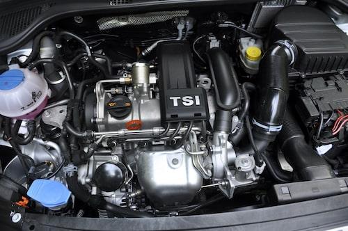 TSI-bensinmotor på 105 hästkrafter i den Skoda Rapid som vi provkör.