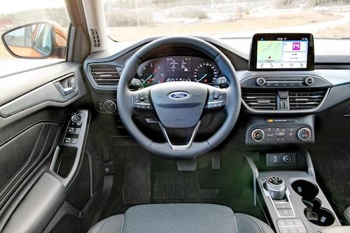 Vår bil hade manuell luftkonditionering, men klimatanläggning är egentligen standard. Bra skärmlösning.