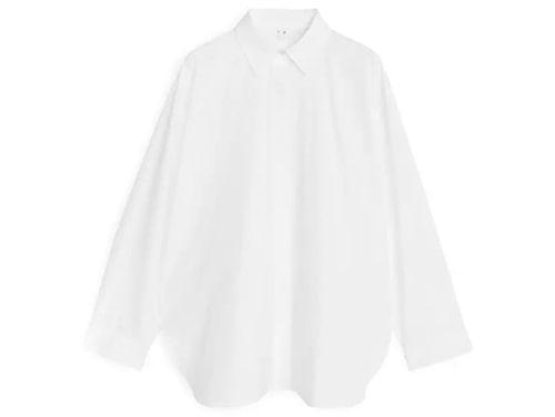 Poplinskjorta från Arket i lös modell.
