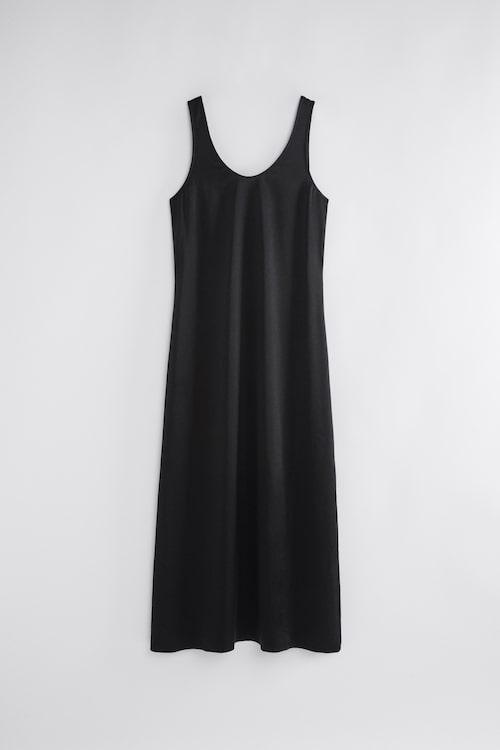 Svart minimalistisk klänning från Filippa K.