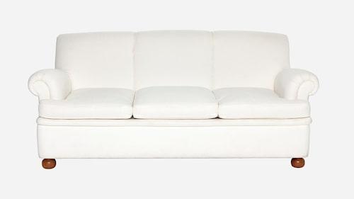 För den som tycker en vit soffa känns läskigt väljer ett mönstrat eller mörkare tyg.