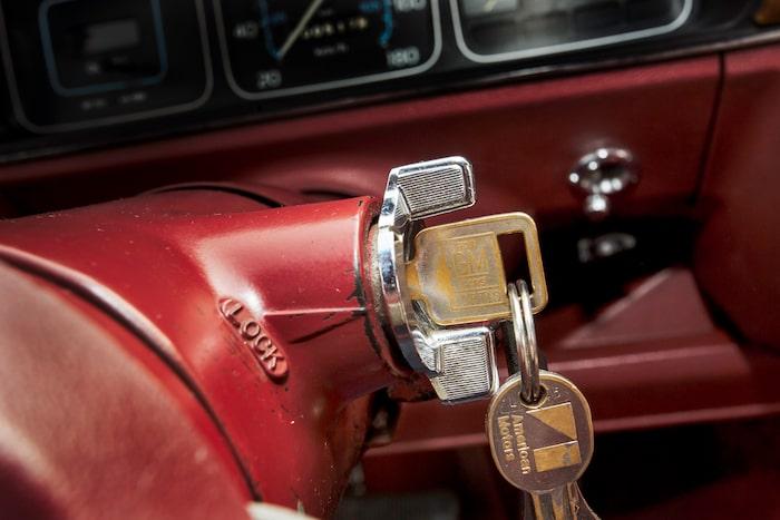 Ingen startknapp här inte! Gammalt hederligt lås och patinerad nyckel.