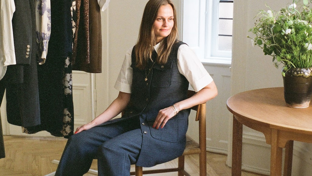 Kort klänning av ull, 2835 kr, byxor av ull, 2580 kr, och skjorta av bomull, 1649 kr, allt Lovechild 1979