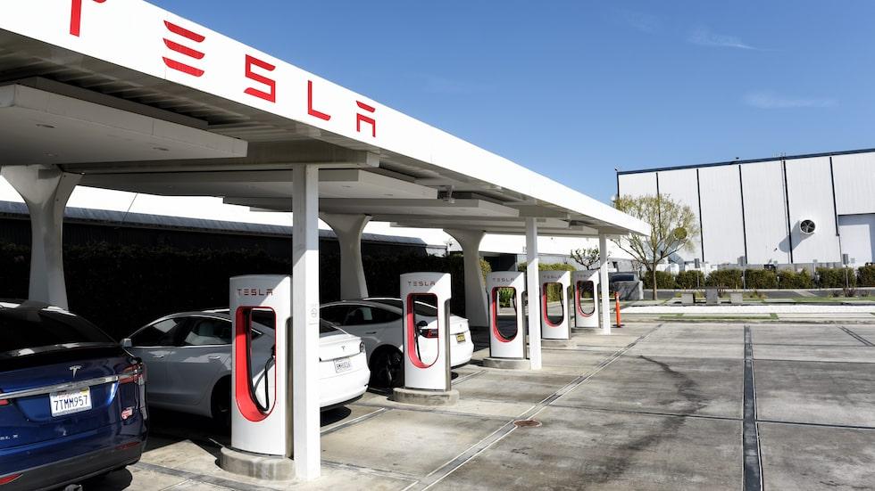 Tesla Supercharger-laddstationen i   Hawthorne i Kalifornien innan nedstängning.