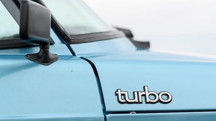 När Turbo mer eller mindre blivit ett begrepp så ändrade Saab utseendet på logotypen och visst ser den lite mera modern ut.