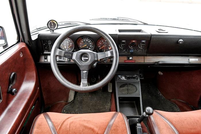 Det var den här ratten man fick hålla hårt i när det bar i väg. Men så mycket fördröjning av turbon och drag i ratten var det egentligen inte. Mer en myt.