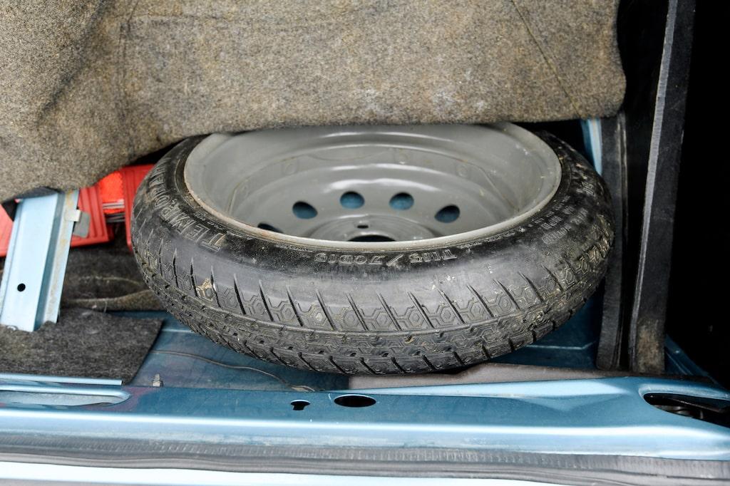 Nödreservhjul infördes på Saab 99 men just detta verkar aldrig ha behövt användas.